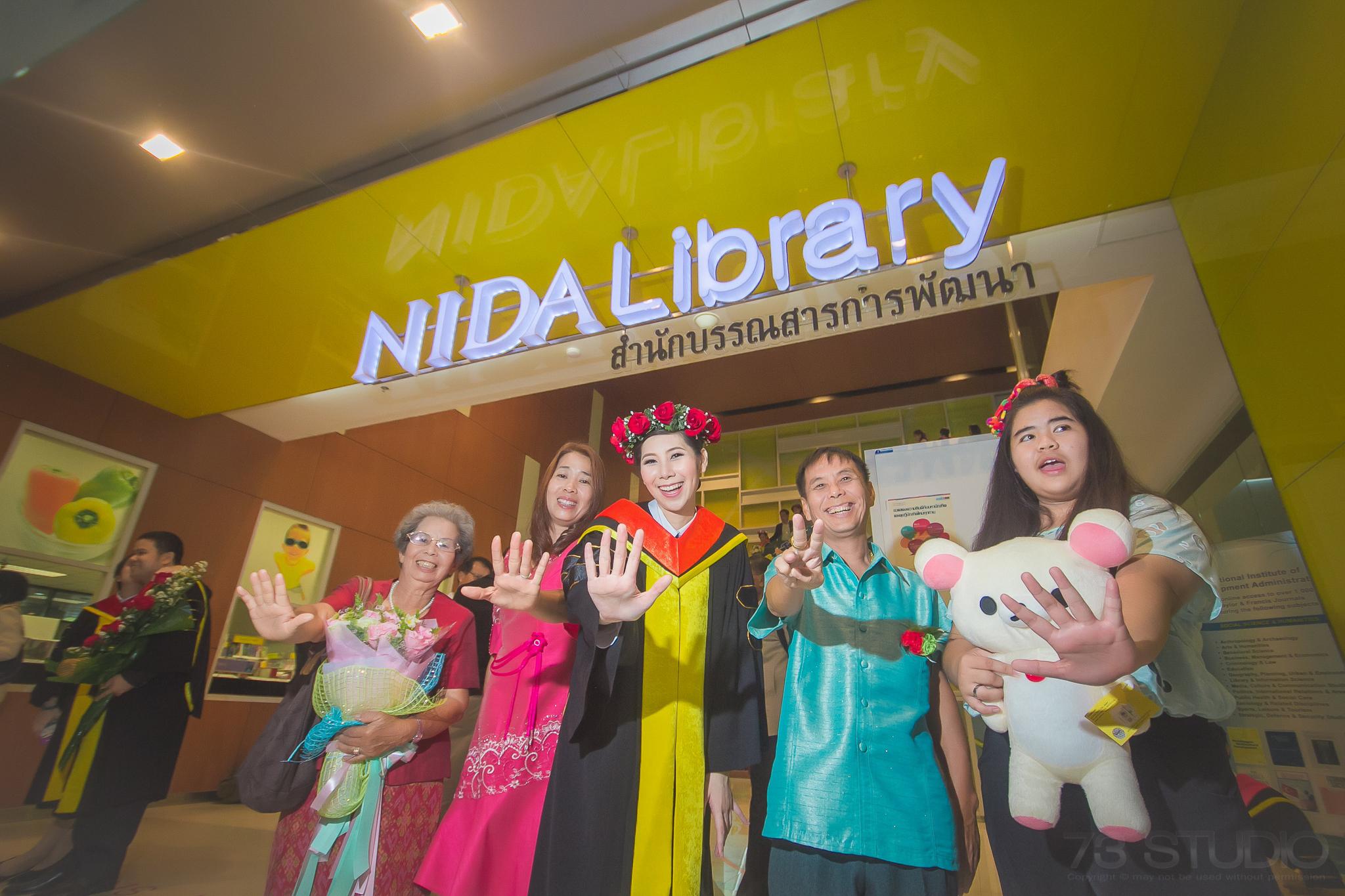 ช่างภาพถ่ายรูปรับปริญญา ม. NIDA-007