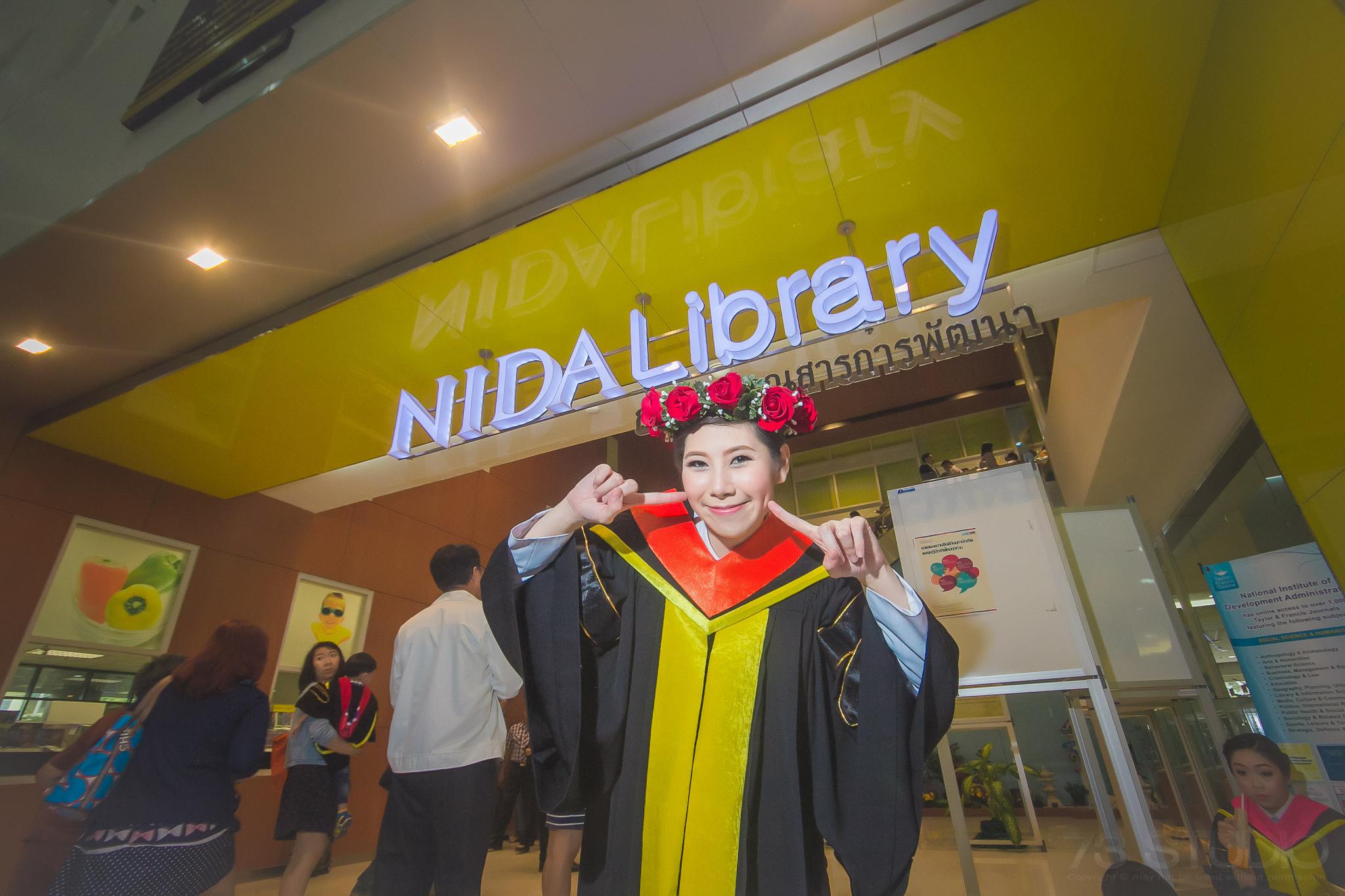 ช่างภาพถ่ายรูปรับปริญญา ม. NIDA-010